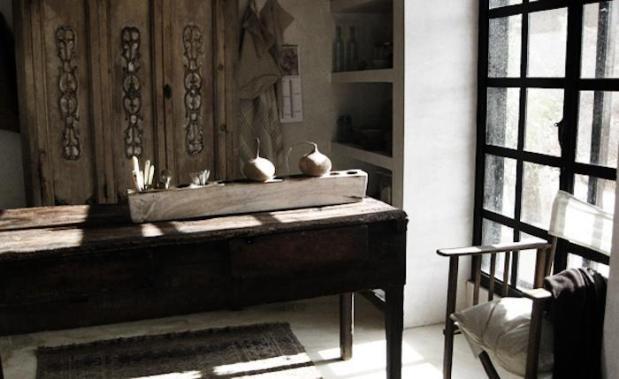 700_patricia-larsen-desk