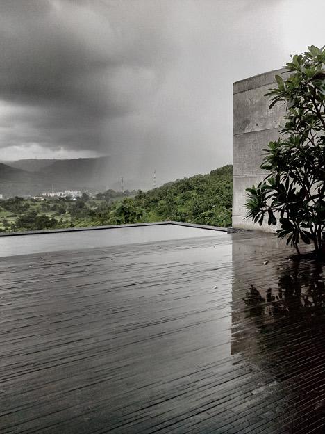 dezeen_Khopoli-House-by-Spasm-Design-Architects_121