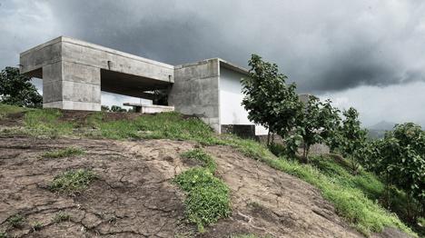 dezeen_Khopoli-House-by-Spasm-Design-Architects_27