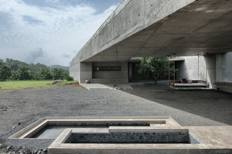 dezeen_Khopoli-House-by-Spasm-Design-Architects_31