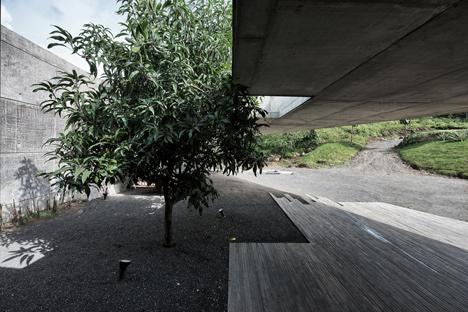 dezeen_Khopoli-House-by-Spasm-Design-Architects_41