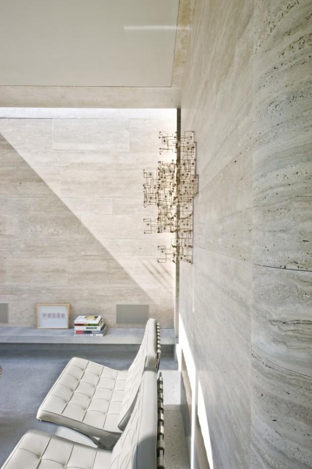 5244fcdae8e44eff020001ce_house-iv-de-bever-architecten_de_bever_architecten__house_iv__livingroom__skylight_wall-666x1000