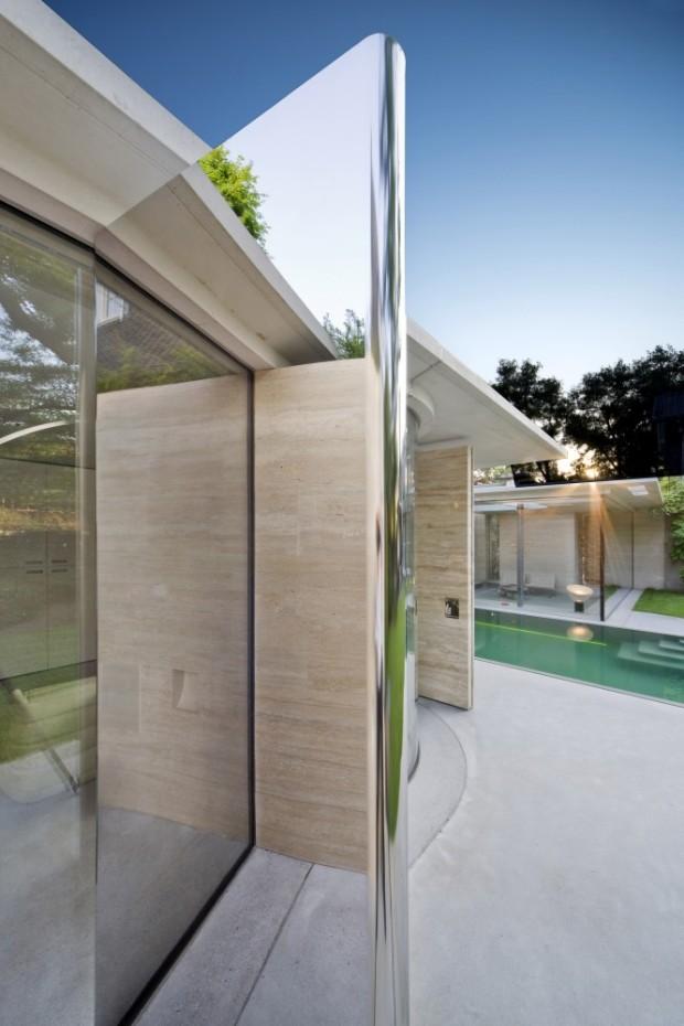 5244fcf3e8e44ecb170001c4_house-iv-de-bever-architecten_de_bever_architecten__house_iv__mirror_door-666x1000