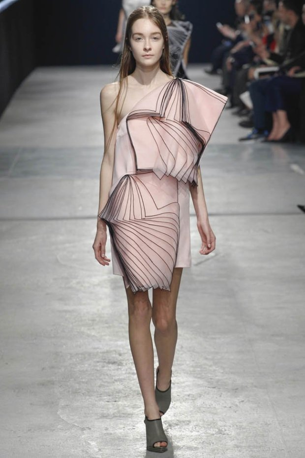 christopher-kane-fall-winter-2014-show53